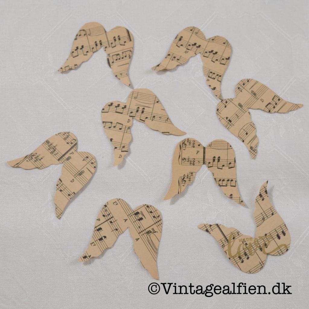 Englevinger fremstillet af gammelt nodepapir