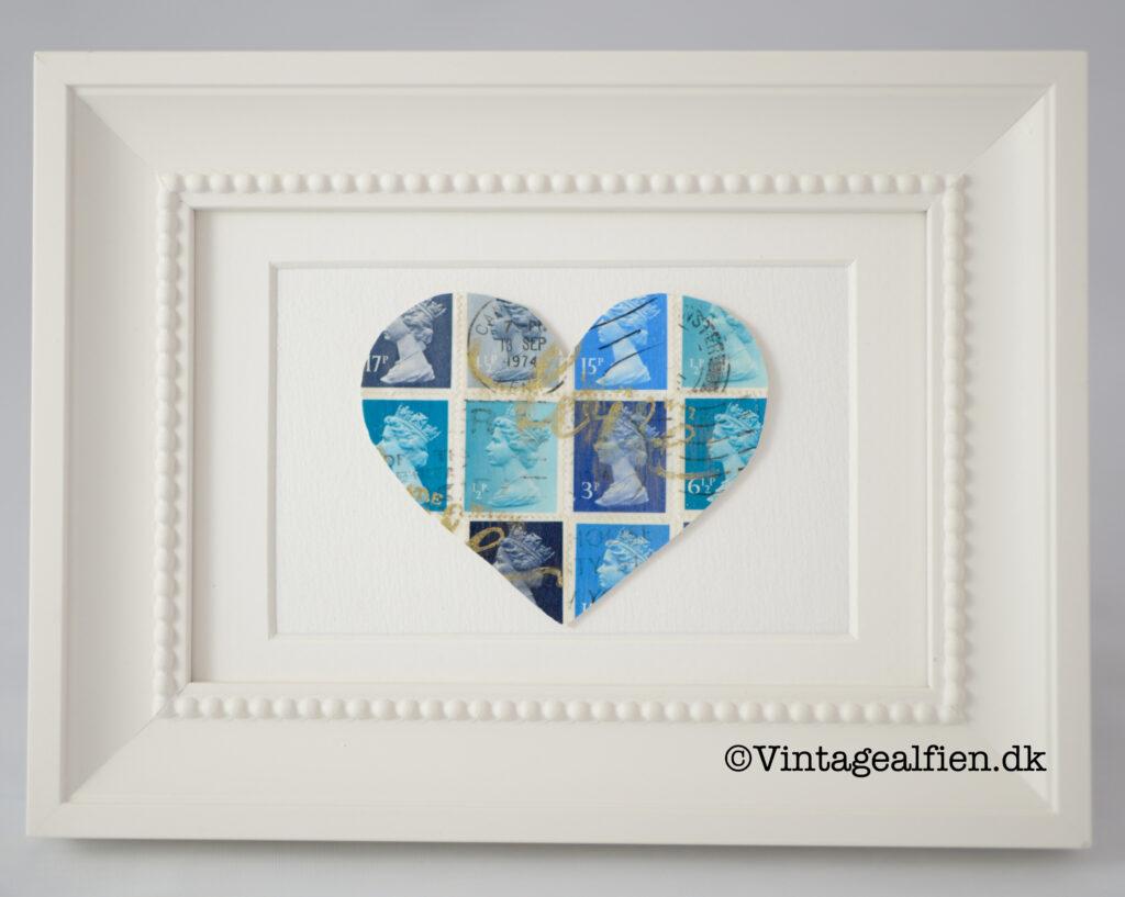 Et hjerte fremstillet af blå frimærker