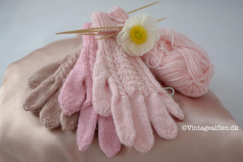 Fingerhandsker til pigebørn holdt i lyserøde nuancer