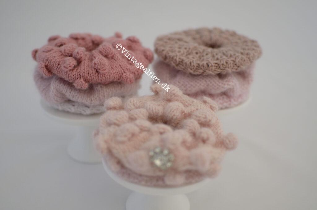 Otte forskellige mønstre har jeg strikket mine scrunchies i