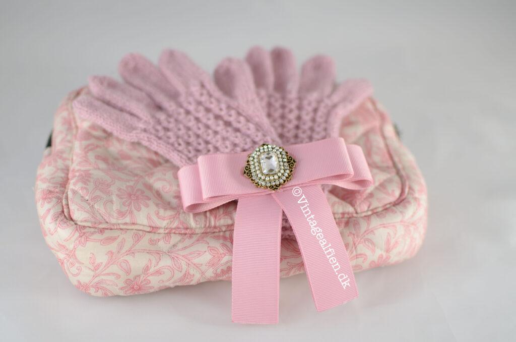 Skal du strikke et par fingerhandsker med kun ret og vrang er Ameliamønstret et godt valg