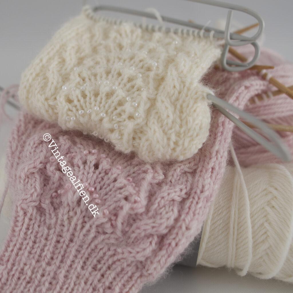 Her kan du se hvordan det ser ud når der er strikket perler på fingerhandsker