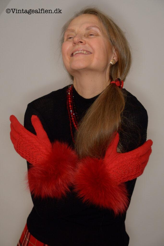 Rød og sort er dramatiske farver og passer derfor godt til tøjstilen advanced style