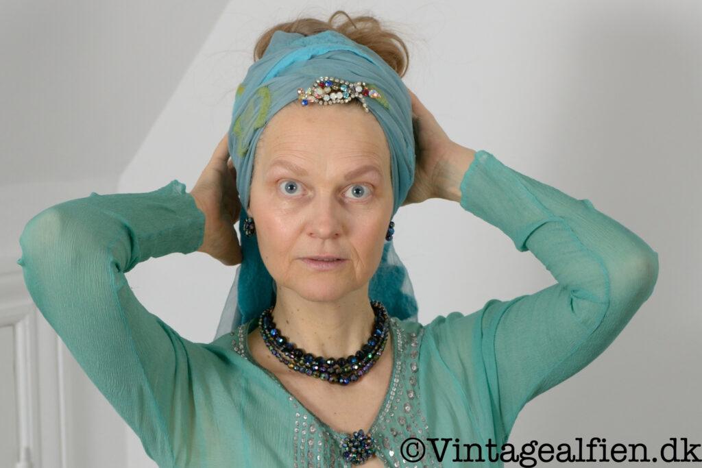 Advanced style i form af en orientalsk inspireret stil med turban og vintagesmykker